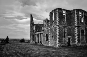 Houghton House BW by Mincingyoda