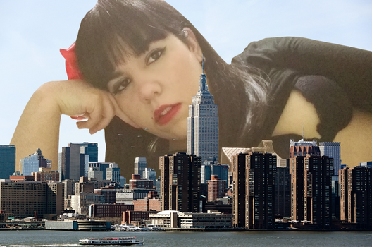 Giantess Ami Relaxes by dochamps