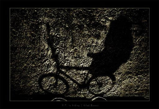 E.T. in hiding by gilad