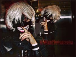 Ken kaneki Cosplay Ai-kon 2015 by VisualEyeCandy