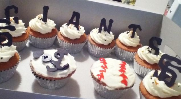San Francisco Giants Cupcakes by willowdecree