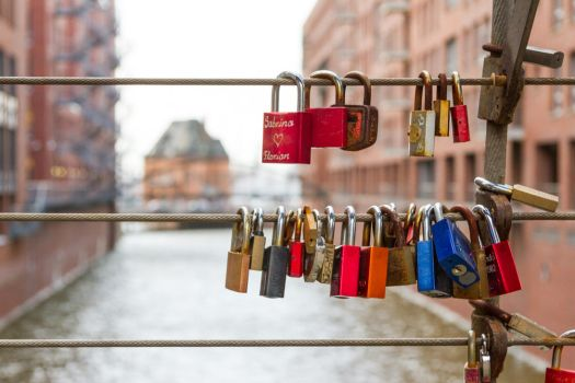 Hamburg love lock by Simounet