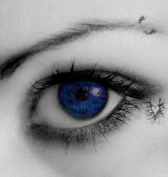 Behind blue eyes by savemybleedingheart
