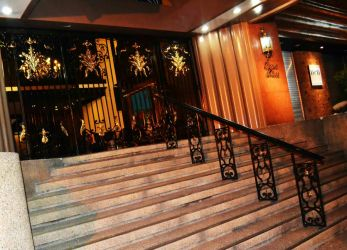 GRAND ENTRANCE TO THE GALLERY THAT I SHOWED AT by gromyko