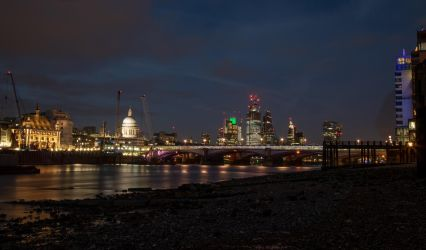 Thames Beach by Night! by Mincingyoda