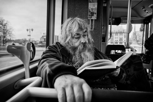 Bus Reader by sandas04