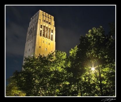Clock tower at night by electricjonny