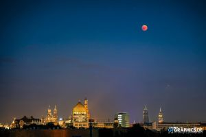Bloodmoon and Mars over Dresden by TobiasRoetsch