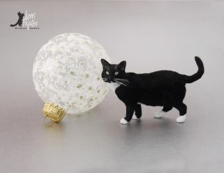 1:6 Tuxedo Cat Sculpture by Pajutee