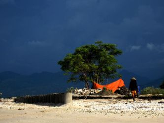 hard working man at Gili by accessQ