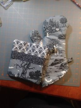 Halloween Oven Mitt and Hot Pad Set by MechanicalApple