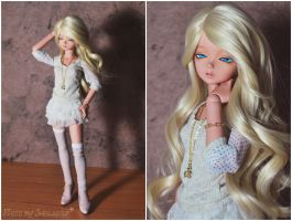 Humans: The Bombshell by Sheilagold