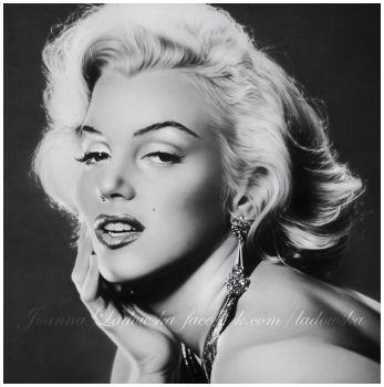 Pencil portrait of Marilyn Monroe by Ladowska