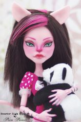 Bedtime Kitty - Monster High Repaint by PixiePaints