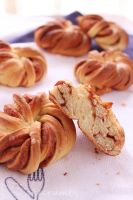 Cinnamon Knots by cakecrumbs