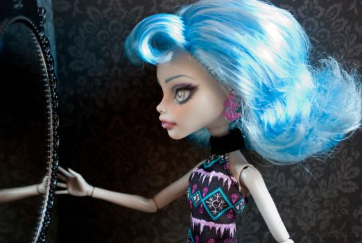 Monster High Repaint: Ghoulia 02 by ivy-cinder