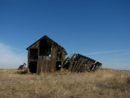 Weathered Barn by FoxStox
