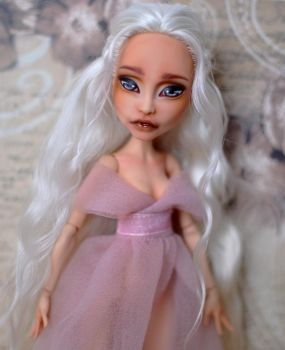 Daenerys Targarien inspired doll by Katalin89