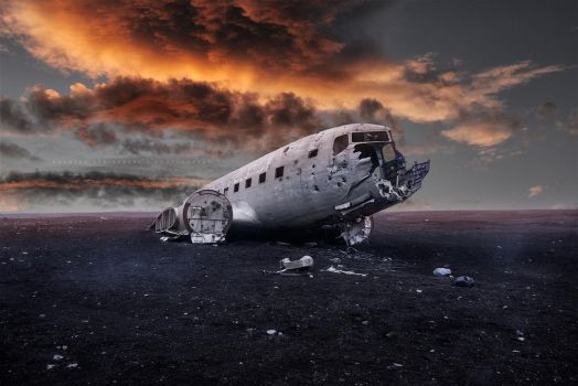 The abandoned DC plane on Solheimasandur by Stridsberg