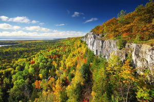 Cliffs of Manitoulin by tfavretto