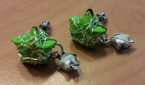 green and white paper star earrings by syn-O-nyms