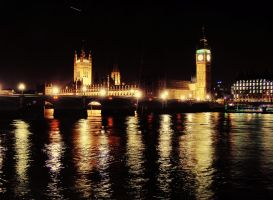 London by night by FadingObscurity