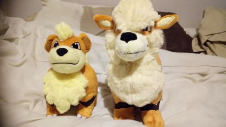 Pokemon - Growlithe and Arcanine Plushies by Londonexpofan