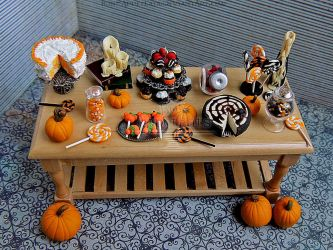 1:12 Halloween Table by PepperTreeArt
