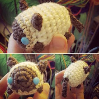Siamese Cat mini crochet plushie by syppahscutecreations