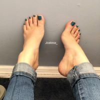 Barefeet in jeans by mickey515