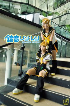 Vocaloid: Kagamine Rin and Len by NanoMello