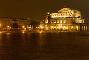 Semperoper at Night by sheiruki