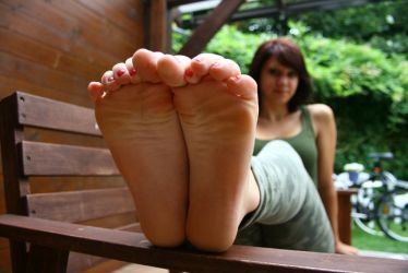Franzi crunching her toes by foot-portrait