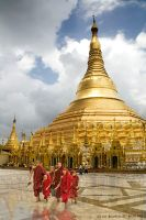 Shwedagon Temple by mjbeng