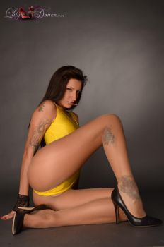 Tight and yellow 2 by madminou