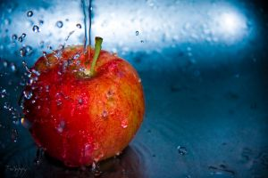 Apple Splash by TwiggyTeeluck