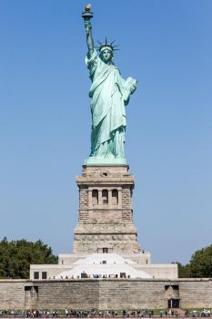 Miss Liberty is watching over us by Simounet