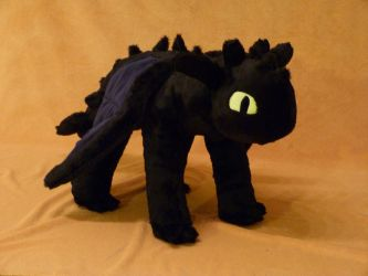 Toothless Plushie v2 by Fenmar