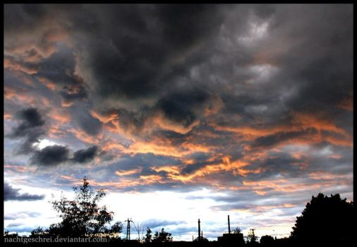 The sky is burning. by nachtgeschrei