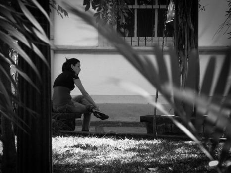 Waiting by henriquemo
