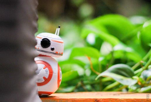 Peeping Droid by itrenorez