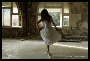 Dancing on loneliness by FrankPhotograph
