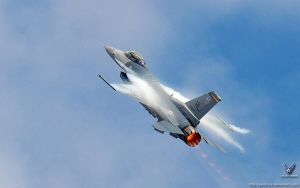 F-16 Fighting Falcon by gandiusz
