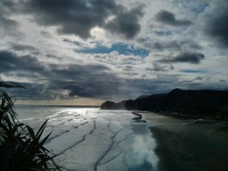 Piha Beach by rith-sv