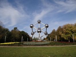 The Atomium by Dwazou