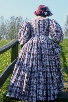 Day Dress 1837 - back view by debellespoupees