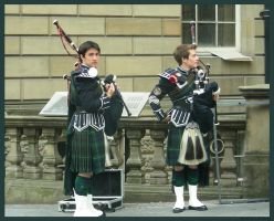Bagpipers by le-hana