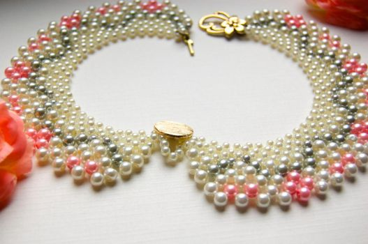 Pearl collar by TinyPasserine
