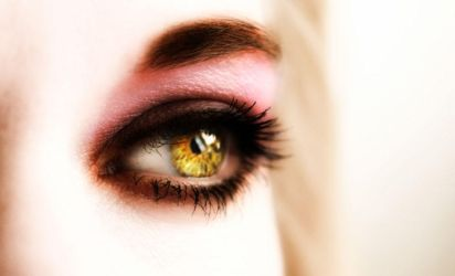 yellow eyes by tieumagame