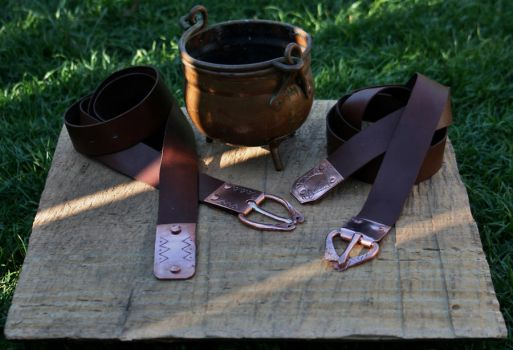 Langbelts with kettle by Dewfooter
